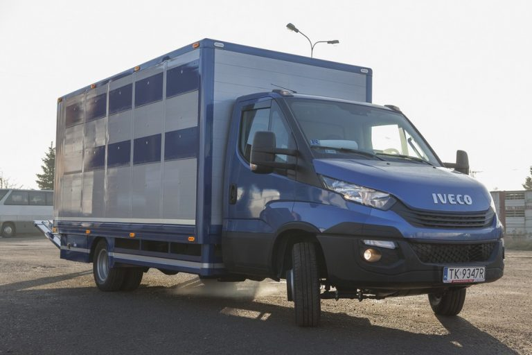 #03 Iveco Daily 70C18