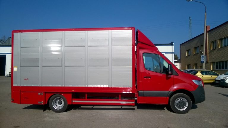 #16 Mercedes-Benz Sprinter 516